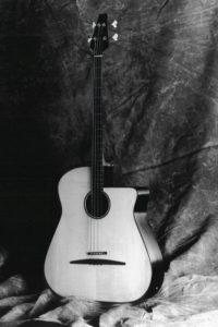 1987: Akustikbass - Der erste Akustikbass wurde Anfang 1987 auf der Musikmesse in Frankfurt vorgestellt