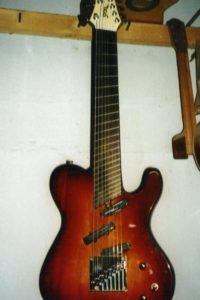 Gitarrenbau Christian Stoll 1998: Sonderanfertigung. Bass/Gitarren Hybride mit fanned frets