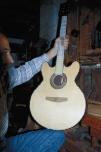 Gitarrenbau Christian Stoll: 2000: Lucy - Sonderanfertigung mit Doppelcutaway...