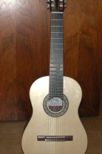 Gitarrenbau Christian Stoll: 2008: 8-saitige Klassikgitarre - mit einem 8-saitigen Hals wirkt der Korpus viel kleiner