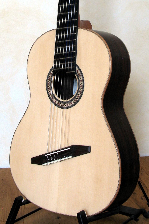 7 saitige konzertgitarre mit fanned frets stoll gitarrenbau. Black Bedroom Furniture Sets. Home Design Ideas