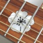 Inlay Kirschblüte Perlmutt in Westerngitarre aus lokalen Hölzern