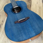 Steelstring Gitarre Mensur 63, Hals-Korpus-Übergang 13. Bund Tonabnehmer Planet Waves Mechaniken blaue Decke